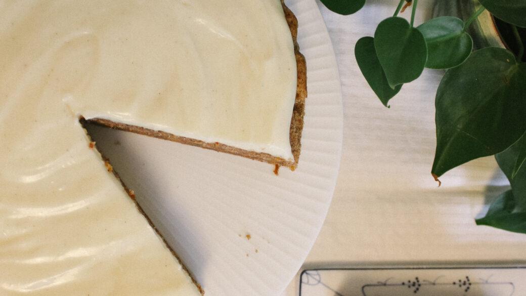 Gulerodskagen med den bedste cream-cheese frosting
